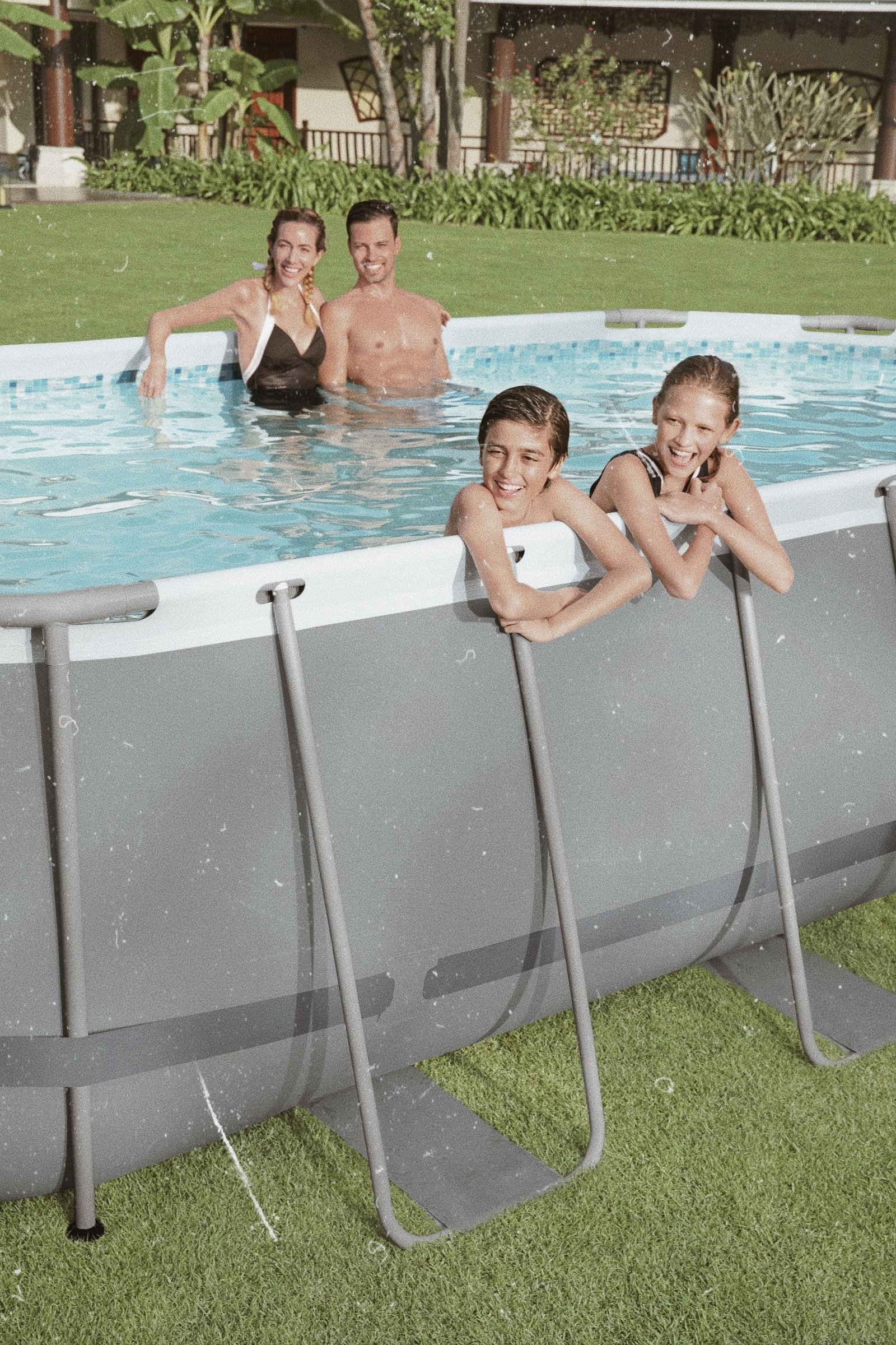 jenna minnie jennaminnie outathome zwembad zwemmen